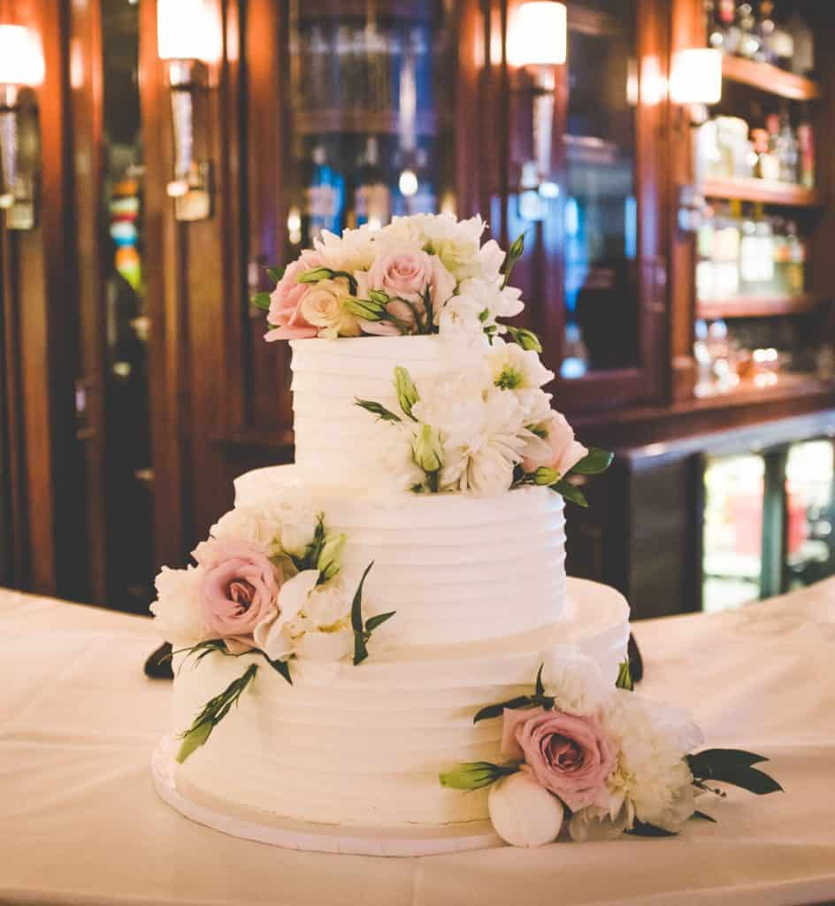 Everything You Need To Know About Wedding Cake: 5 Things To Know For A Rich Experience